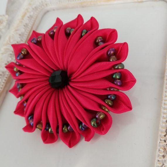 Brosa floare satin handmade cu margelute, ciclam