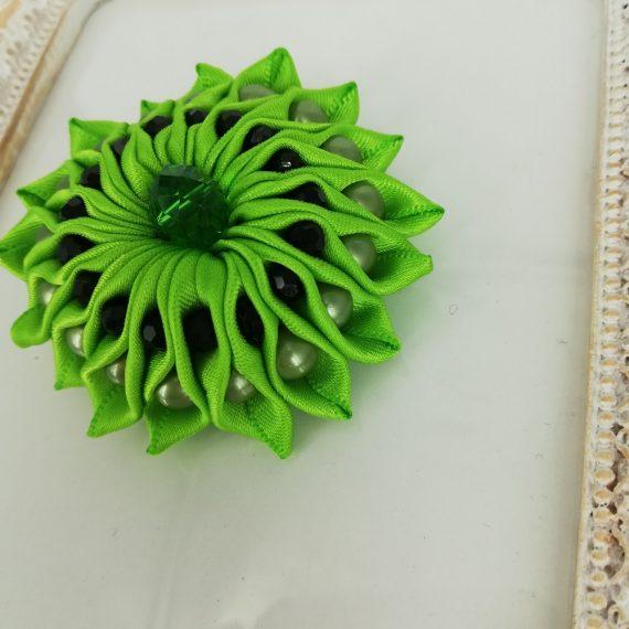 Brosa floare mica satin handmade cu margelute, verde neon