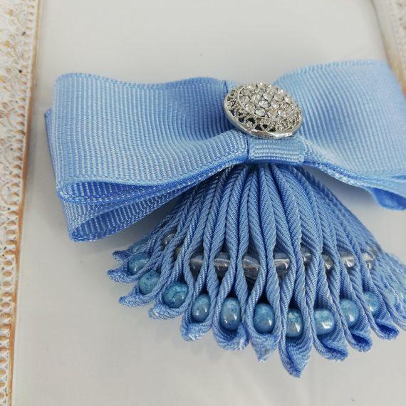 Brosa funda handmade si baza impletita cu margelute nisip cu accesoriu pietricele, bleu